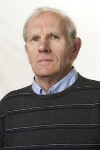 Jean-Yves GOLHEN, conseiller municipal - élu depuis 2014 - membre des commissions Travaux et environnement / Action sociale et CCAS* - représentant la ville à la CLE* et au SDEF* – 61 ans – Technicien d'usinage en retraite – allée de Kerjean